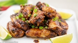 Sweet and Sticky Chicken Wings (Canh Ga Sot Ngot) | recipe from runawayrice.com