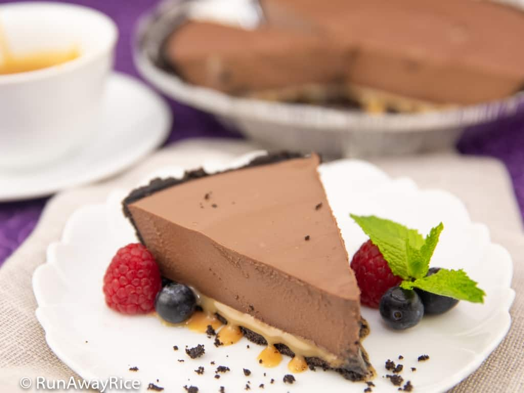 Chocolate Silk Pie - Easy No-Bake Recipe | recipe from runawayrice.com