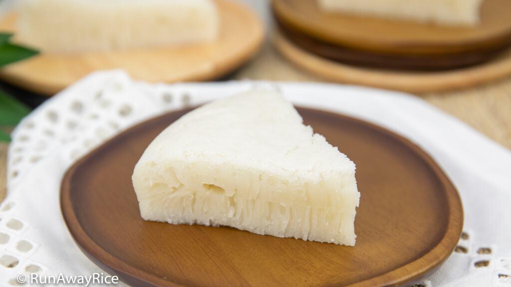 White Sugar Sponge Cake / Chinese Honeycomb Cake (Banh Bo Nguoi Hoa) - Delicious Snack Cakes! | recipe from runawayrice.com