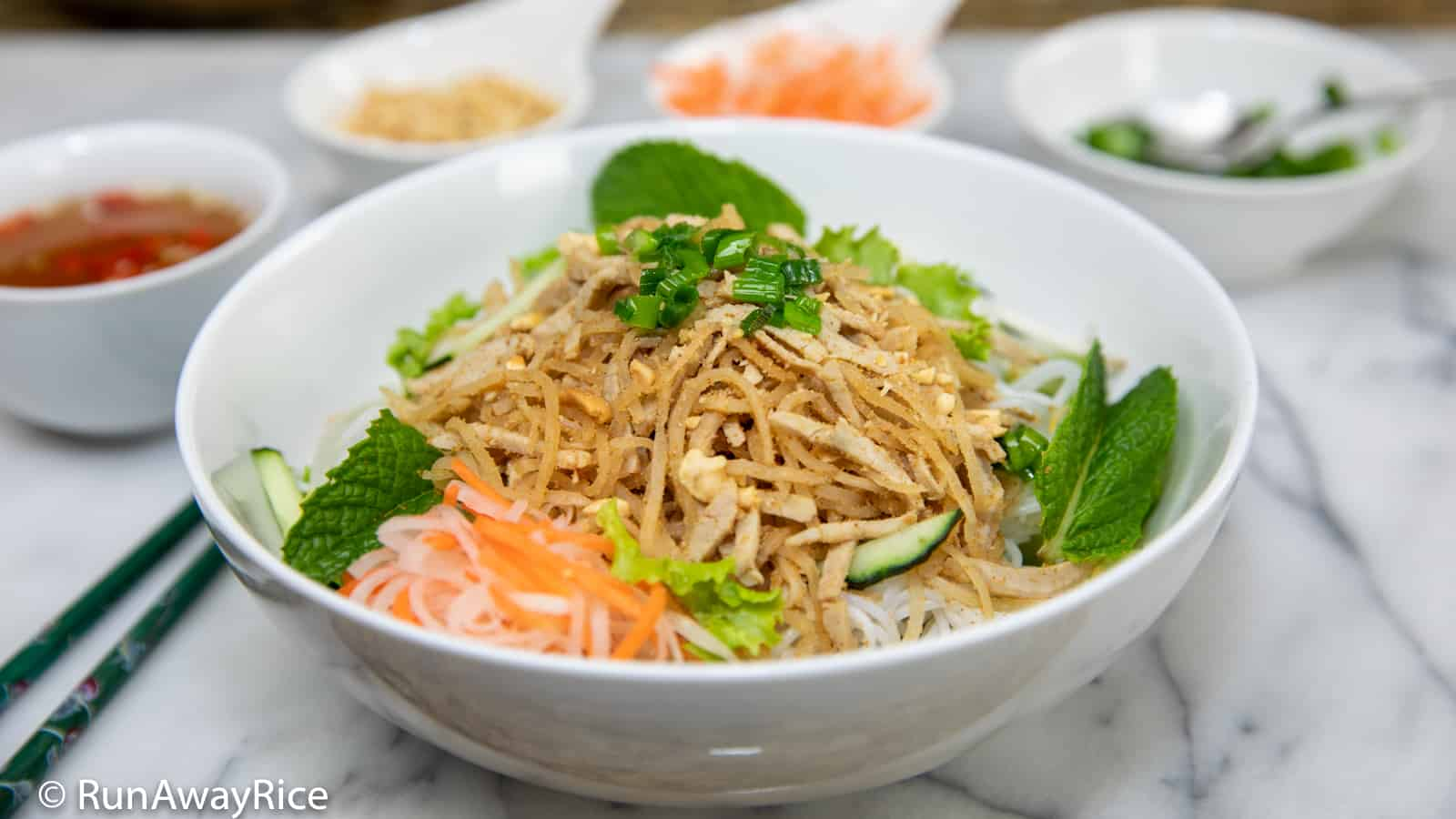 Shredded Pork Skin and Rice Vermicelli Bowl (Bun Bi) | recipe from runawayrice.com